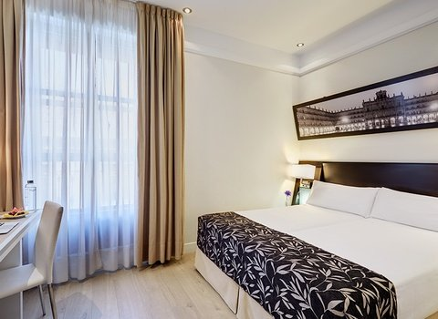 Comfortable and cozy rooms in the main square of Salamanca.